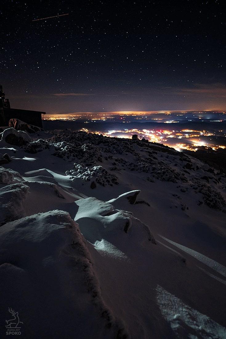 Szrenica nocą