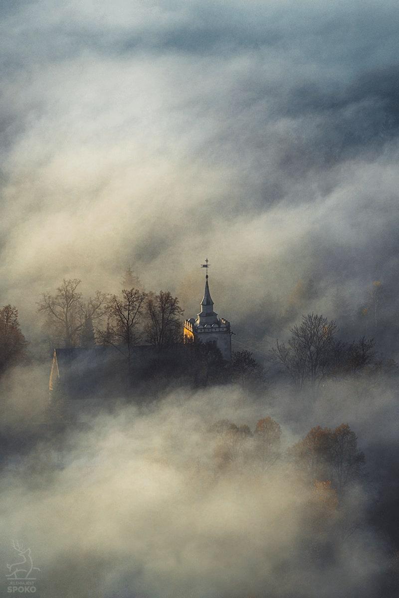 W Krainie Wiecznych Mgieł